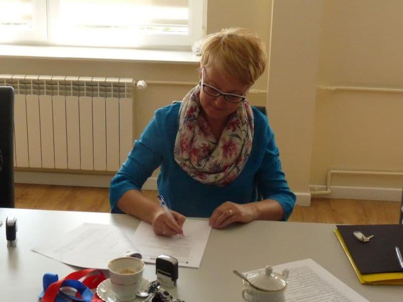 Podpisanie umowy na budowe oczyszczalni (1)