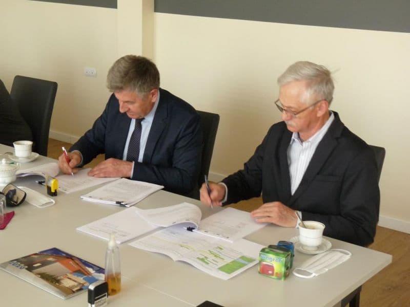 Podpisanie umowy na budowe oczyszczalni (2)
