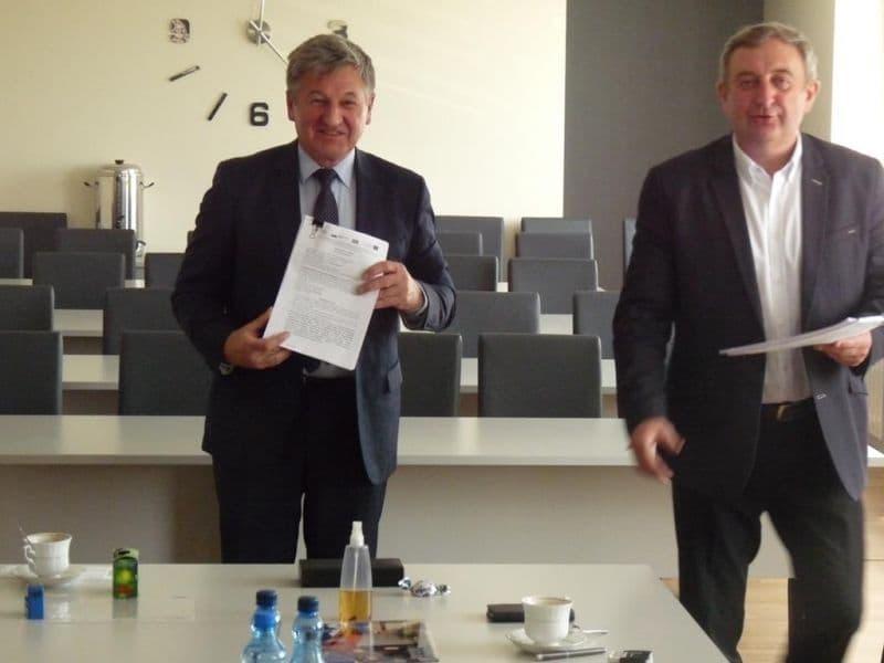 Podpisanie umowy na budowe oczyszczalni (4)